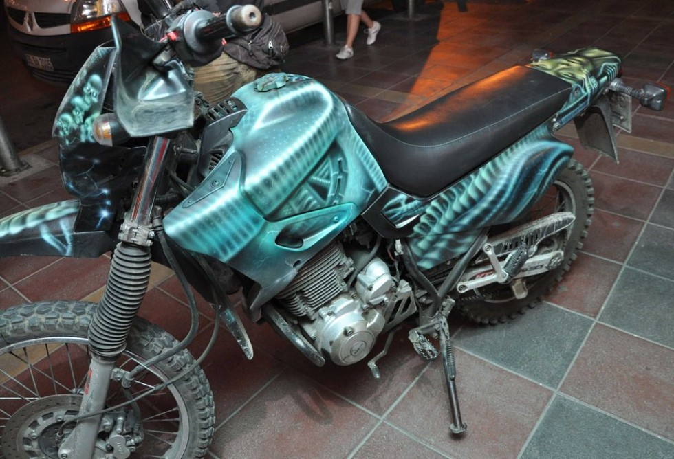 alien_motorcycle_airbrush_by_great_master